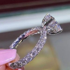 Jewelry - Sparkling jewel ring